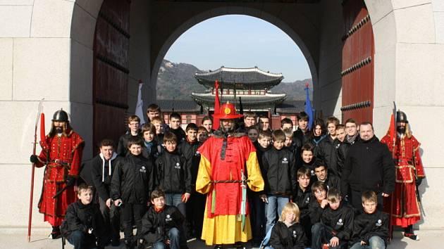Členové sboru Boni pueri se pochlubili svými vystoupeními v Korejské republice.