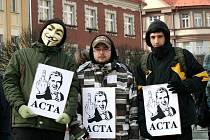 Lidé projevili nesouhlas s mezinárodní protipirátskou dohodou ACTA.