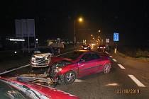 Dvě nehody jednoho auta během dvou hodin - v jedné je řidič podezřelý, ve druhé poškozený.