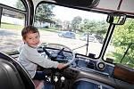 Klub Klídek a Dětský klub vyrazil historickým autobusem na zážitkový program na Pastviny.