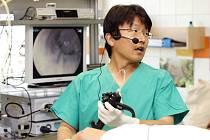 Japonský profesor Hironori Yamamoto  zavítal do hradecké fakultní nemocnice.