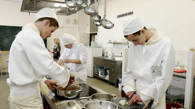 Regionální soutěž Kuchařské dovednosti 2015 pro žáky odborných učilišť.