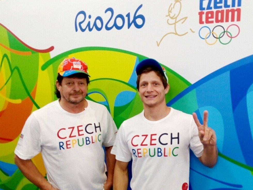 Zleva Pavel Petřikov starší (trenér) a Pavel Petřikov mladší.
