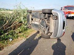 Havárie osobního automobilu u vesnice Řehoty.