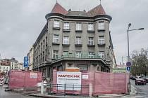 Stavba infocentra na Eliščině nábřeží v Hradci Králové.