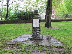 Pomník Karla Šimka zastřeleného za druhé světové války v Hradci Králové.