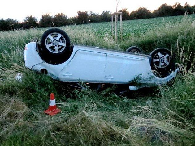 Havárie osobního automobilu v Urbanicích.