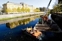 Rekonstrukce nábřežní zdi nad Moravským jezem na řece Orlici..