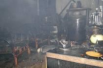 Požár rodinného domu ve Stěžírkách způsobila zapálená svíčka.
