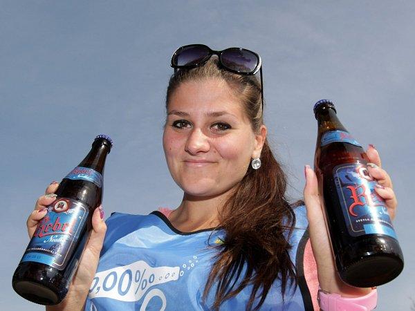 Preventivní policejní akce vrámci kampaně 'Řídím, piju nealko pivo'.