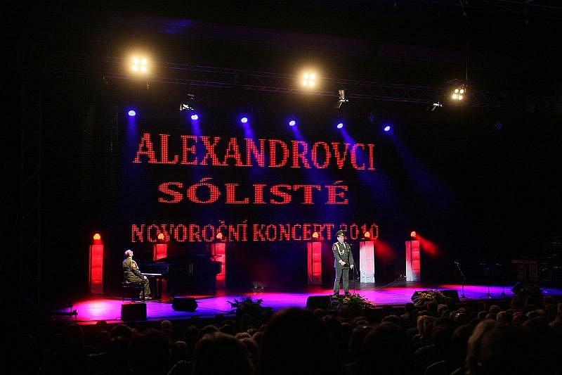Soubor písní a tanců Alexandrovci v hradeckém Aldisu v pátek 8. ledna 2010.