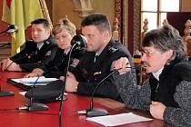 Tři přepadení skupinami Romů v uplynulých dnech vedla radnici k dalším bezpečnostním opatřením ve městě. Nyní bude policistům i strážníkům pomáhat pražská bezpečnostní agentura Zenit.