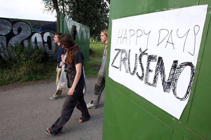 PROPADÁK ROKU. Tenhle titul si zaslouží hudební festival Happy Days v Hradci Králové. Jedenáctidenní přehlídka, na které se mělo představit 500 hudebních a 50 divadelních uskupení, skončilo krachem po třech dnech. Své vykonaly špatná organizace, nezajímav