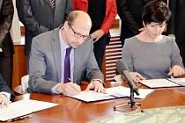 Podpis koaliční dohody v rámci Královéhradeckého kraje.