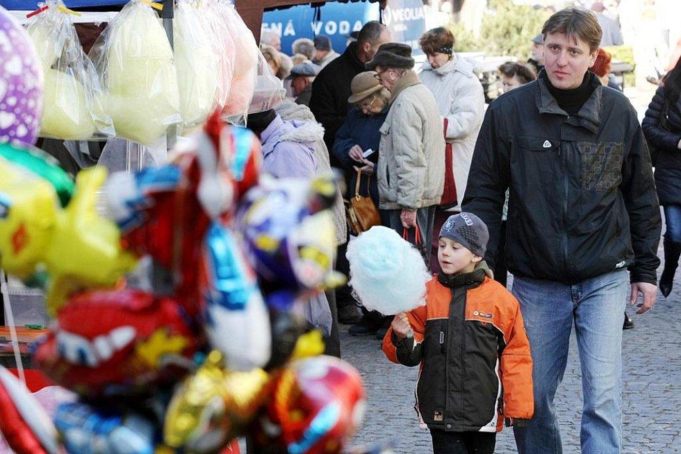 V úterý se konal již čtvrtý ročník Královéhradeckého krajského masopustu na Baťkově náměstí. Součástí masopustu byla i tradiční zabijačka