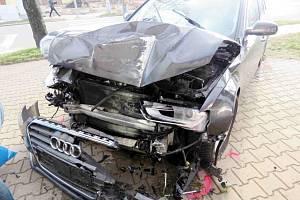 Havarované vozidlo Audi A4.