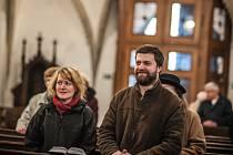 Velikonoční mše svatá v katedrále sv. Ducha na velkém náměstí v Hradci Králové.