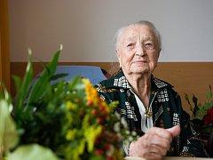 Rodačka z Náchoda Hedvika Trutnovská, která žije v krajském městě, slaví v neděli 11. února 106. narozeniny.