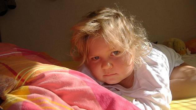 Malá Saša trpící metabolickou nemocí - methylmalonovou acidurií (narozeniny).
