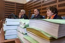 Krajský soud v Hradci Králové začalprojednávat případ rozsáhlých podvodů s úrazovým pojištěním.