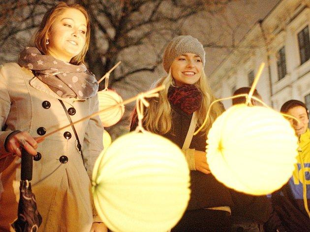 17. listopad v Brně: centrum zaplní lampiony i protestní akce proti Babišovi