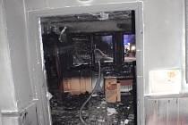 Požár v bytě dvougeneračního rodinného domu v ulici U Dubu v hradecké městské části Pouchov.