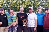 Účastníci tenisového turnaje osobností.