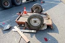 Zničený vozík po dopravní nehodě.