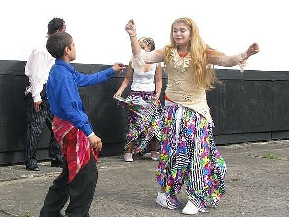 Romfest, taneční vystoupení a romská hudba.
