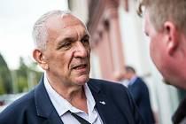 Volební štáb ANO v Hradci Králové a lídr strany Jaromír Dědeček.