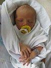 JASMÍNA KOLDOVÁ se narodila 27. června ve 13.05 hodin. Měřila 51 cm a vážila 3890 g. Potěšila rodiče Helenu Koldovou Vostruhovou a Lukáše Koldu z Hradce Králové. Doma se těší bráška Honzík.