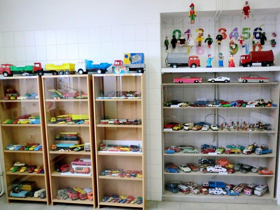 Výstava Staré hračky u Ládínka v Průmyslové ulici v Předměřicích nad Labem.