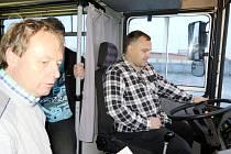 Týden vzdělávání dospělých - akce Za volantem autobusu v areálu Dopravního podniku města Hradec Králové.