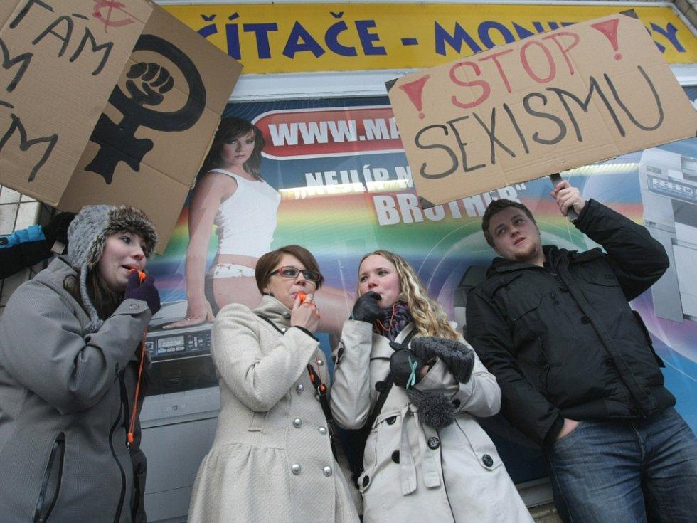 Demonstrace proti sexismu v reklamách v Hradci Králové.