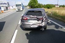 Ulici Bratří Štefanů blokovala nehoda tří aut.