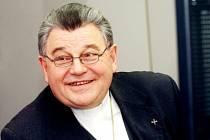 Biskup královéhradecký Dominik Duka při on-line rozhovoru v redakci Hradeckého deníku