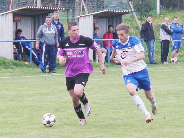 Hradecký Votrok okresní přebor ve fotbale: TJ Slavoj Skřivany - SK Čechie Hlušice.