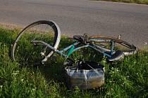 Praskačka: cyklista sražený osobním automobilem
