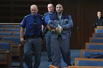 O obnovu řízení usiloval muž odsouzený za znásilnění spoluvězně. Jeho snaha však byla marná. I když přivedl nového svědka, soud jeho návrh zamítl. Robert Lakatoš (34) si proti usnesení okamžitě podal stížnost.
