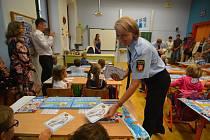První školní den zaměstnával strážníky