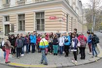 Projekt Po stopách 17. listopadu v podání Sion High School Hradec Králové.