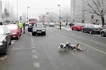 Osudný střet osobního automobilu s cyklistou v královéhradecké ulici Jana Masaryka.
