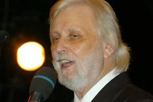 Karel Černoch byl příjemným průvodcem mnoha ročníků Mediálních plesů v Hradci Králové.