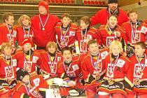 Hokejisté KCTM Královéhradeckého kraje vyhráýli turnaj čtvrtých tříd v Karlových Varech.