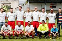 Fotbalisté Nového Hradce nad čtyřicet let.