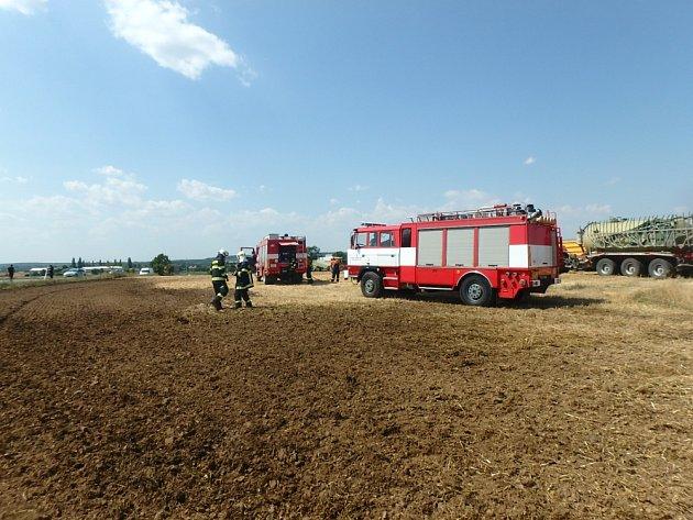 Požár posekaného pole vkatastru nechanické části Lubno.