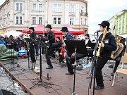 Středoevropský jazzový most na Masarykově náměstí v Hradci Králové.