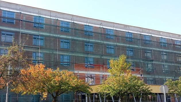 Hrubá stavba GrandParku pro seniory v Exnárově ulici na královéhradeckém Moravském Předměstí.