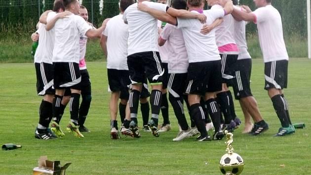 Krajská fotbalová I. B třída: TJ Lokomotiva Hradec Králové - TJ Slavoj Skřivany.