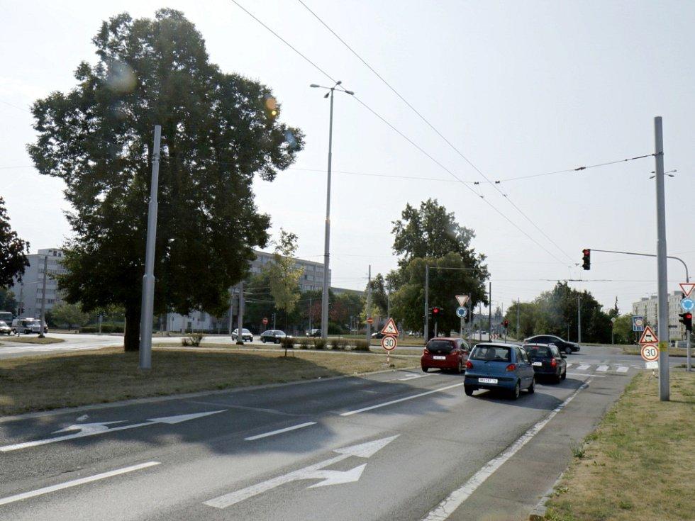 """""""Brněnský"""" kruhový objezd v Hradci Králové."""